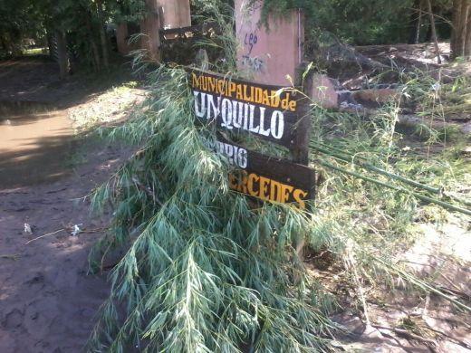 Cartel Barrio las Mercedes día después de las inundaciones